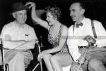 Dwan (left) with star Arlene Dahl and cinematographer John Alton on the set of Slighty Scarlet